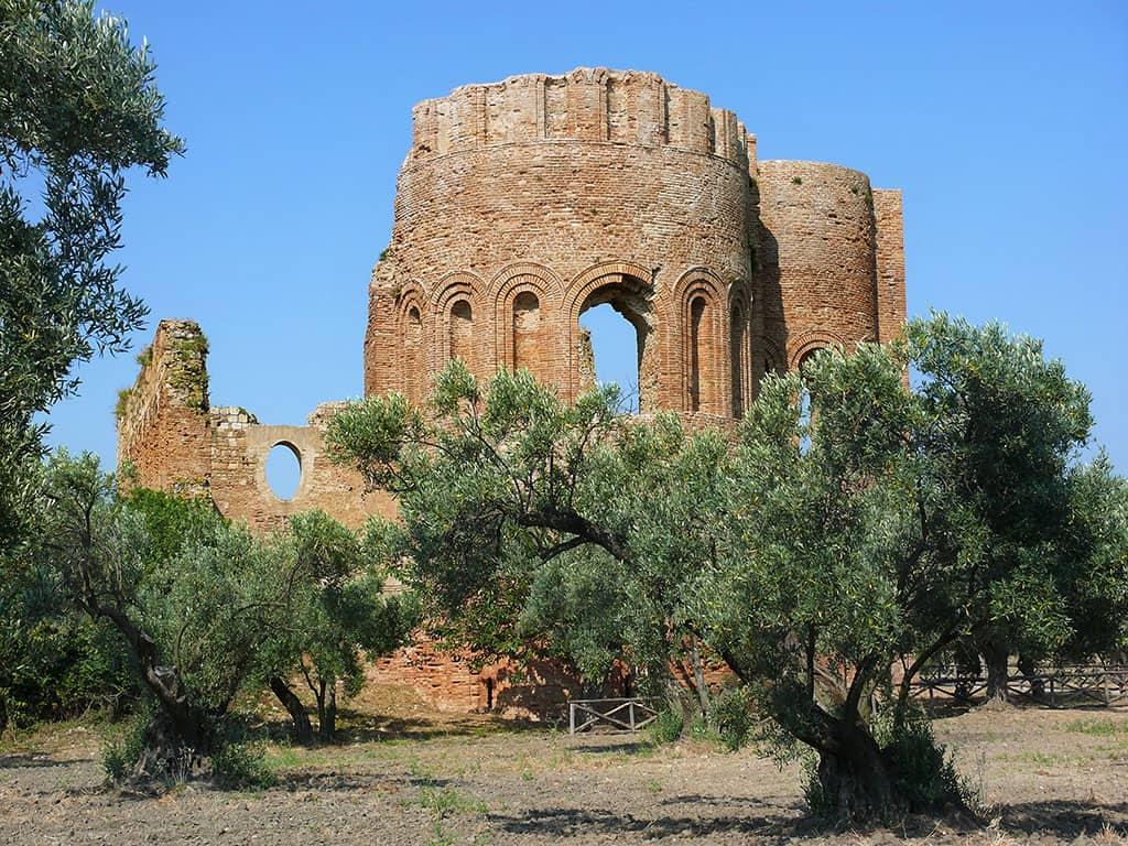 20200103125045parco-archeologico-scolacium-Basilica-di-S-Maria-della-Roccelletta-Borgia-CZ-1.jpg