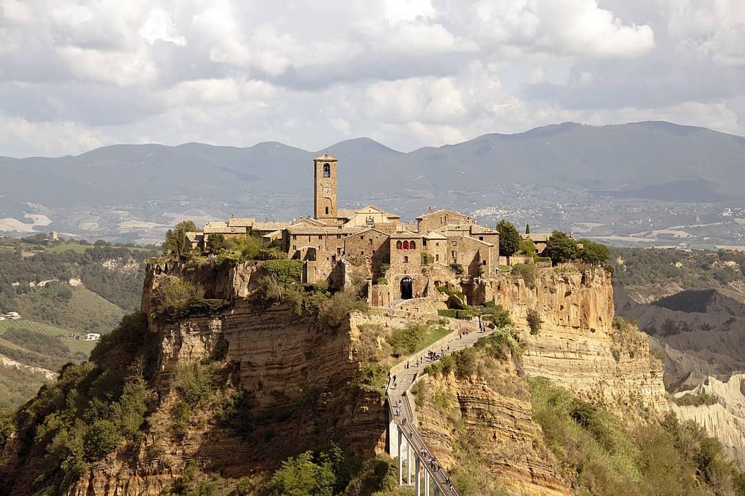 202006290933571080px-Civita_(Bagnoregio)_-_Panorama.jpg