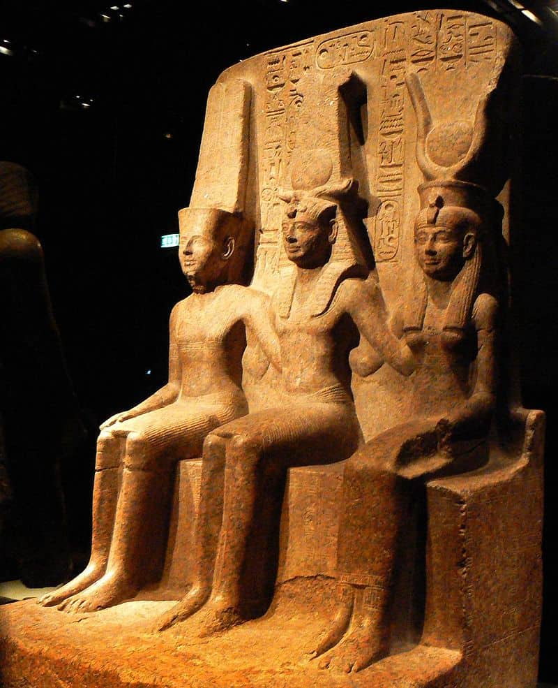 20201008181233800px-Triad_of_Ramesses_II_with_Amun_and_Mut.jpg
