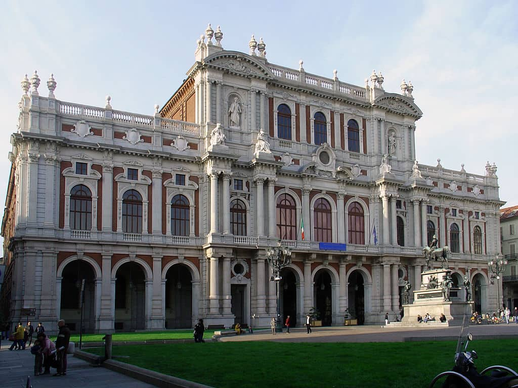 202010081830011024px-Palazzo_Carignano_(Turin)_facade.jpg