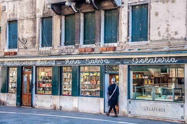 20201018215447Pasticceria-Rosa-Salva-Venice-Italy-rossiwrites.com-3.jpg