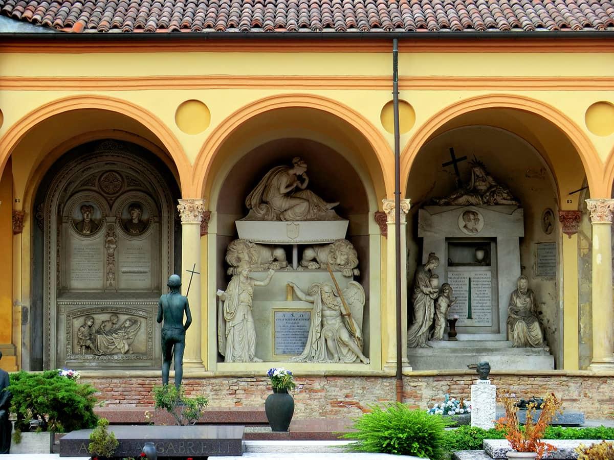 20201031140627Bologna_Cimitero_Monumentale_della_Certosa_di_Bologna_10.jpg