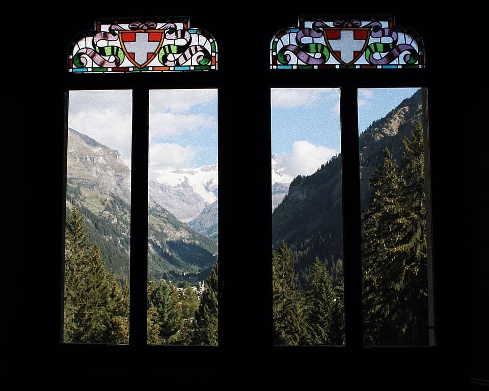 20201115230359960px-Vista_panoramica_sulle_Alpi_dalle_vetrate_di_Castel_Savoia.jpg