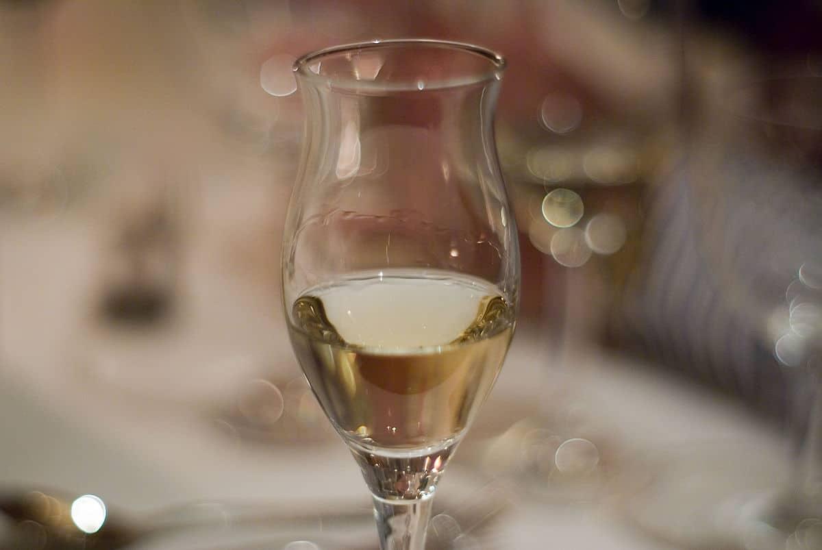 202101141308211200px-A_glass_of_tasty_grappa.jpg