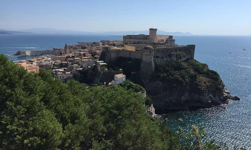 20210131040655Gaeta_(castello_angioino)_da_monte_orlando.jpg