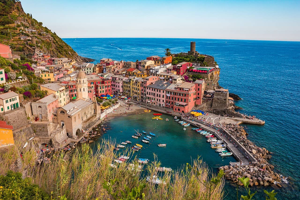 202102121730561280px-Vernazza_and_the_sea,_Cinque_Terre,_Italy.jpg