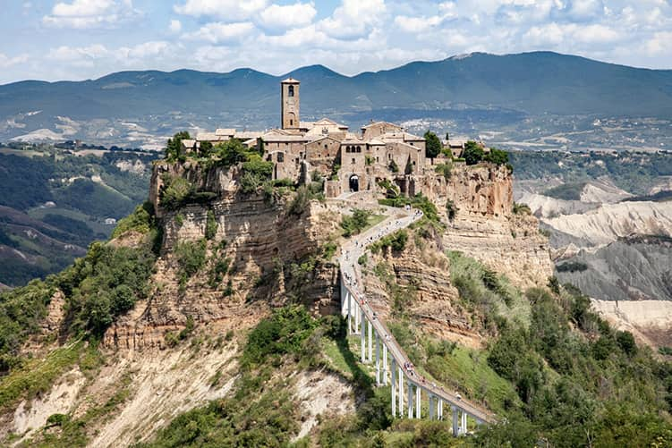 20210307161328Panorama-su-Civita-di-Bagnoregio-e-la-Valle-dei-Calanchi.jpg