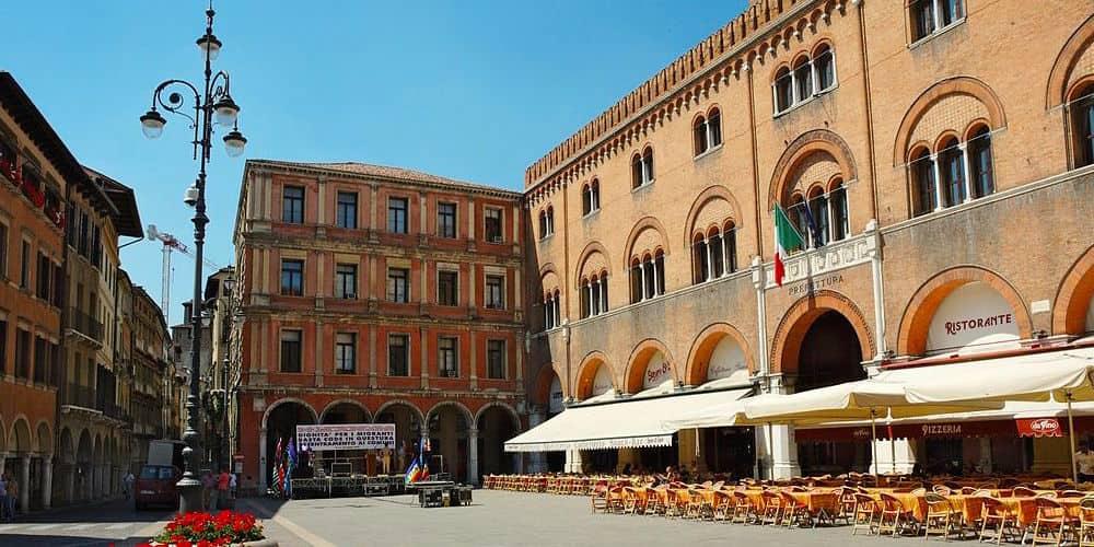 202104292117251024px-Piazza-dei-Signori-Treviso-20050528-025.jpg