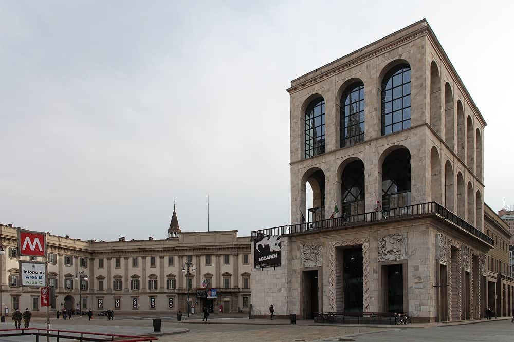 20210518132009Edificio_del_Museo_del_Novecento_in_piazza_del_Duomo,_Milano.jpg