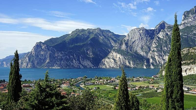 20210527181611800px-Garda_Lago_Di_Garda_Lake_Nature_Lake_View_Lombardy_Barni1.jpg
