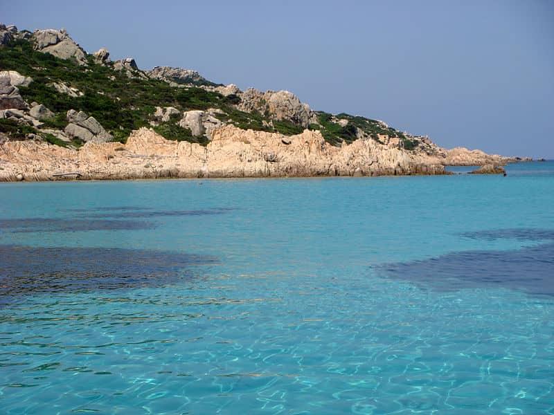 20210528121726800px-Lo_splendido_mare_turchese_dell'Arcipelago_della_Maddalena-MARIAPIAD.jpg