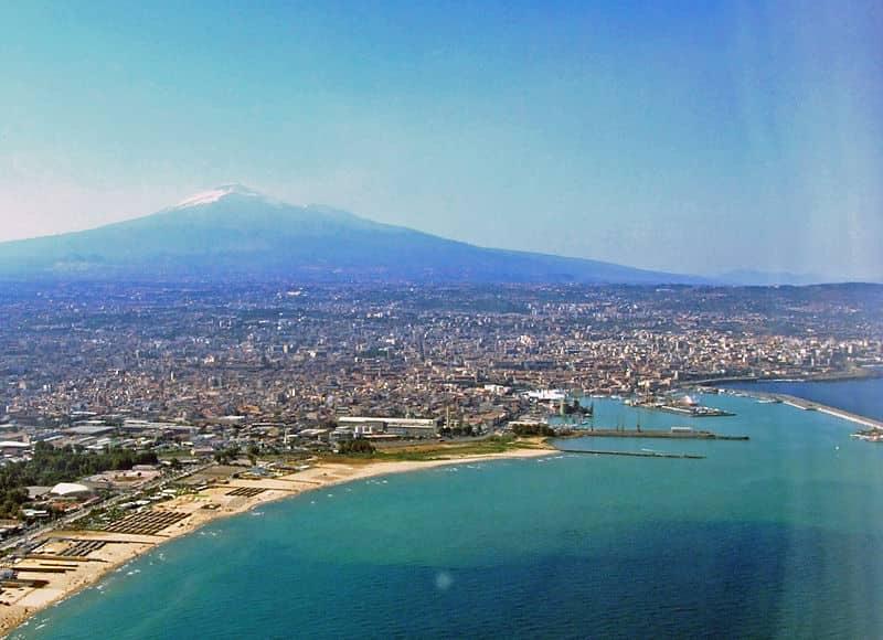 20210528125620800px-Catania-Etna-Sicilia-Italy-Castielli_CC0_HQ1.jpg
