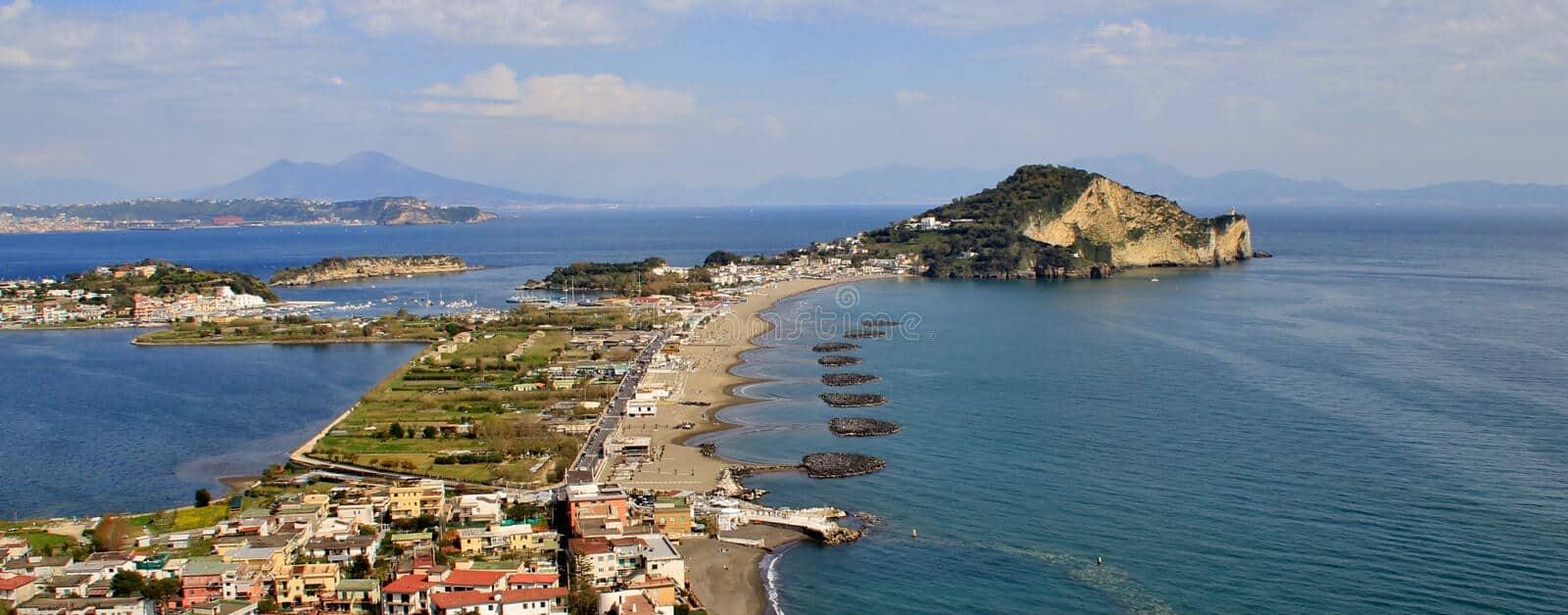 20210531121020faro-di-miseno-della-spiaggia-e-del-capo-di-procida-napoli-90047165.jpg