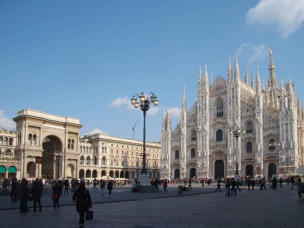20210919162624Milano_piazza_Duomo.jpg