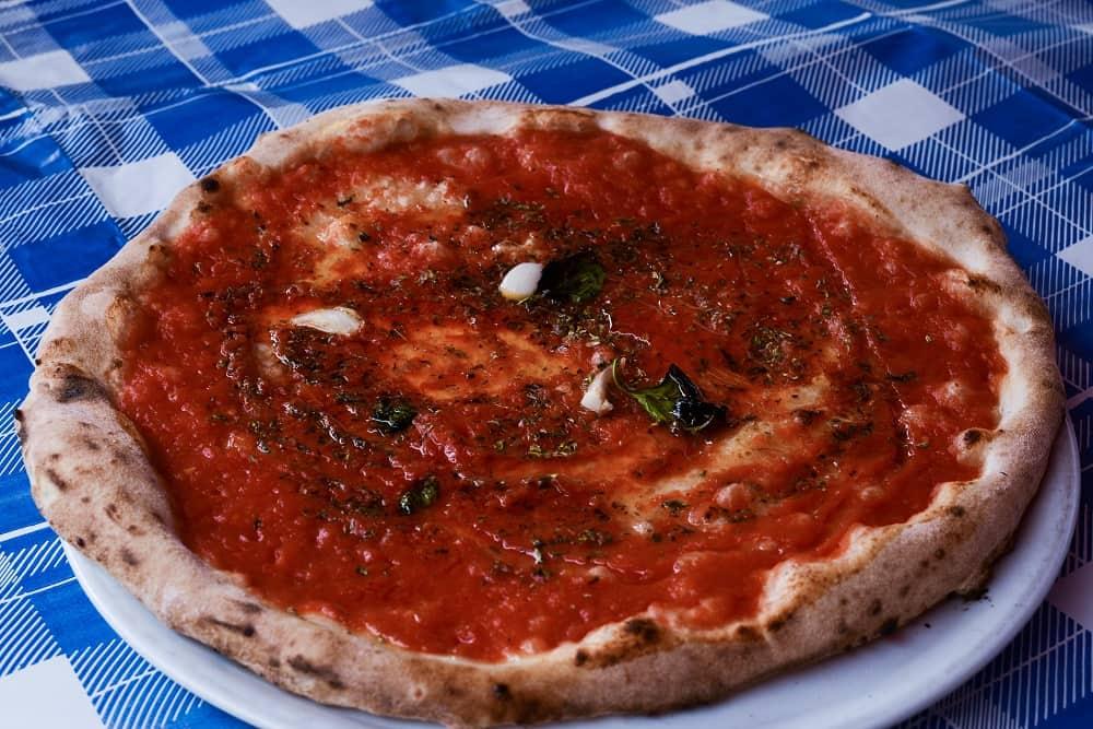 20211009131028Pizza_marinara_(Napoli).jpg