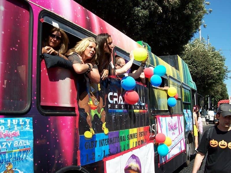 20211009184019Blackcat-2012-06-23_Roma_Gay_Pride_-_Gay_bus.jpg