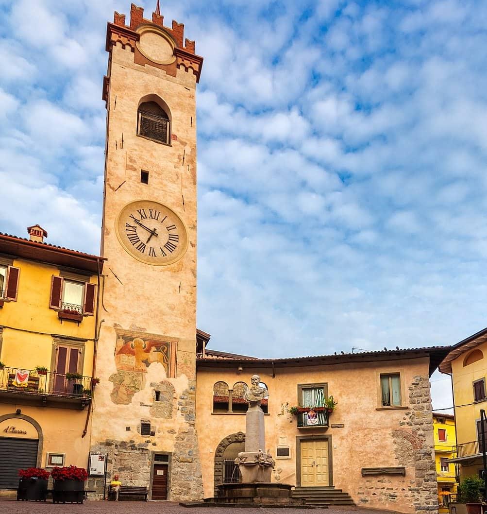 20211013125801La_Torre_Civica_di_Lovere.jpeg